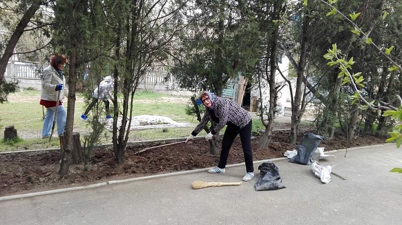 Первый весенний субботник в ГКУ «СГКЦСО»